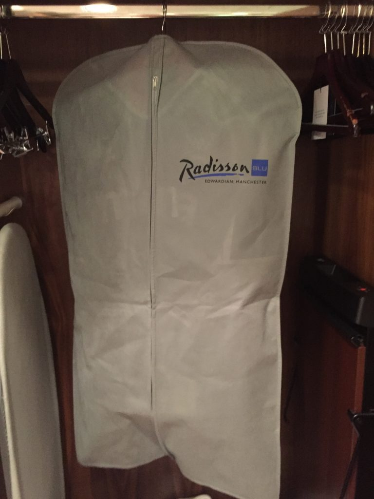 Radisson suit carrier